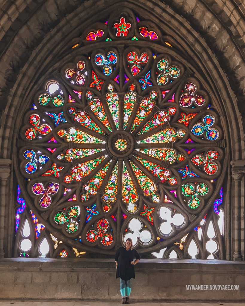 Quito church stained glass | With the powerful device in your pocket you can take incredible photos of your travels. Here is the ultimate guide to smartphone travel photography. | My Wandering Voyage travel blog #travel #photography #tips #travelphotography #smartphonephotography