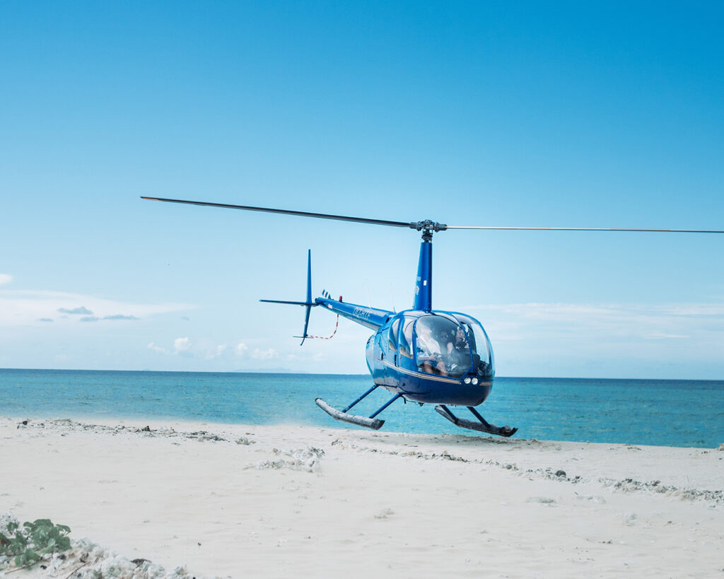 Helicopter rides |100 Unforgettable Ontario experiences that make the perfect gifts | My Wandering Voyage #Travel Blog #Ontario #GiftIdea #GiftExperiences